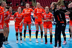 06-12-2019 JAP: Norway - Netherlands, Kumamoto<br /> Last match groep A at 24th IHF Women's Handball World Championship. / The Dutch handball players won in an exciting game of fear gegner Norway and wrote in the last group match at the World Handball  World Championship history (30-28). / Party Netherlands team with Laura van der Heijden #6 of Netherlands, Tess Wester #33 of Netherlands, Danick Snelder #10 of Netherlands, Jessy Kramer #5 of Netherlands, Merel Freriks #19 of Netherlands