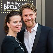 NLD/Amsterdam/20150604 - Premiere In de Ban van Broadway, Thekla Reuten en partner Gijs Naber
