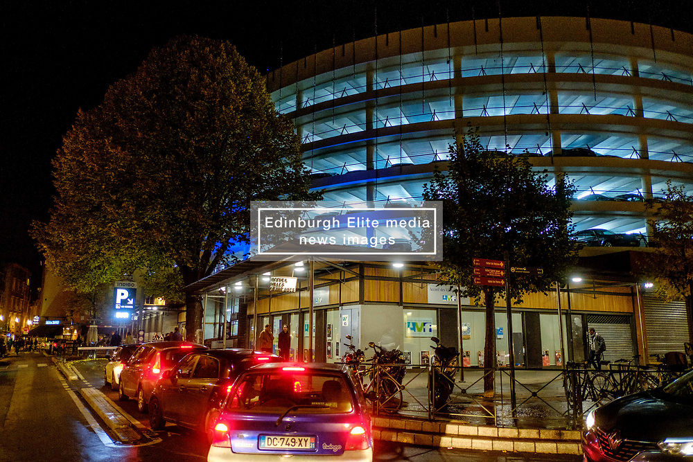 Cars queing to enter the multi-storey car park in the Place des Carmes, Toulouse, France<br /> <br /> (c) Andrew Wilson   Edinburgh Elite media