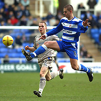 Photo: Daniel Hambury.<br /> Reading v Leicester City. <br /> The Coca Cola Championship.<br /> 26/02/2005<br /> Reading's Ivar Ingimarsson and Leicester's Joey Gudjonsson battle for the ball.