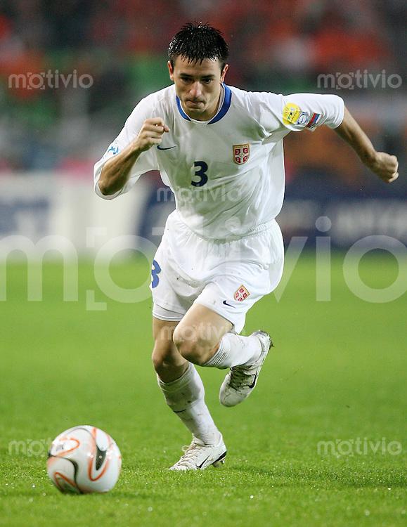 Fussball  International  U21-Europameisterschaft   Antonio RUKAVINA (Serbien), Einzelaktion am Ball
