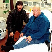 Sugar Lee Hooper in het AMC na een val op een podium met haar vriendin Andrea van der Knaap