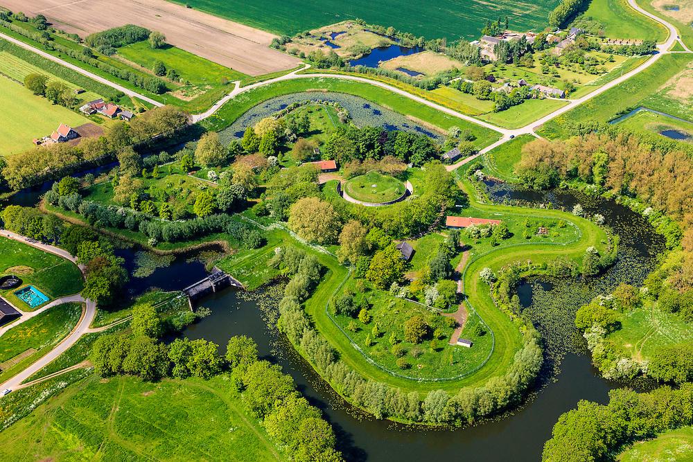 Nederland, Utrecht, Houten, 27-05-2013; Stelling van Honswijk, Lek-acces, onderdeel van de Hollandse waterlinie. Bestaande onder andere Lunet aan De Snel en Inundatiekanaal  (buiten beeld) en het torenfort Fort Honswijk aan de oevers van rivier de Lek.<br /> Fort Honswijk, strategically located at river Lek (near Utrecht), part of the New Dutch Waterline.<br /> luchtfoto (toeslag op standard tarieven)<br /> aerial photo (additional fee required)