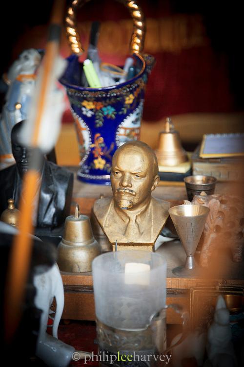 Detail of a Lenin statue for sale by street vendor selling Soviet Era memorabilia, Khabarovsk.Siberia, Russia