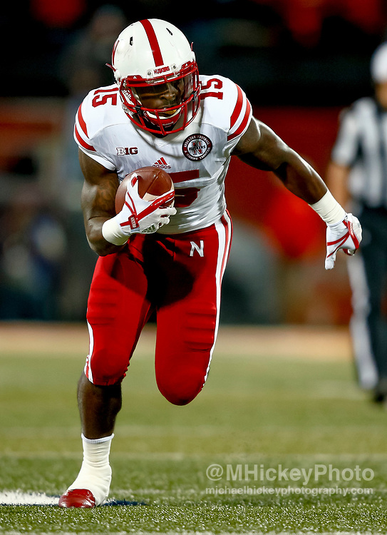 CHAMPAIGN, IL - SEPTEMBER 29: De'Mornay Pierson-El #15 of the Nebraska Cornhuskers runs the ball during the game against the Illinois Fighting Illini at Memorial Stadium on September 29, 2017 in Champaign, Illinois. (Photo by Michael Hickey/Getty Images) *** Local Caption *** De'Mornay Pierson-El