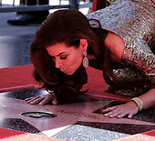 20171006 Debra Messing Gets a star on Hollywood Walk of Fame
