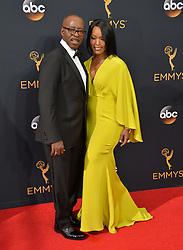 Courtney B. Vance & Angela Bassett bei der Verleihung der 68. Primetime Emmy Awards in Los Angeles / 180916<br /> <br /> *** 68th Primetime Emmy Awards in Los Angeles, California on September 18th, 2016***