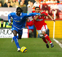 Fotball<br /> England 2004/22005<br /> Foto: SBI/Digitalsport<br /> NORWAY ONLY<br /> <br /> Charlton Athletic v Birmingham City<br /> Barclays Premiership. 15/01/2005<br /> <br /> Mario Melchiot of Birmingham tries to get to grips with Jerome Thomas of Charlton