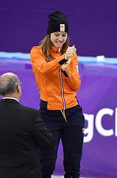 22-02-2018 SHORTTRACK: OLYMPISCHE SPELEN: OLYMPIC GAMES: PYEONGCHANG 2018<br /> Huldiging Suzanne Schulting, zij is de nieuwe Olympische kampioen op de 1000 meter, Suzanne maakt een dansje op het podium<br /> <br /> Foto: Soenar Chamid