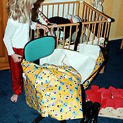Linda Janssen verjaardag 6 jaar, kado uitpakken