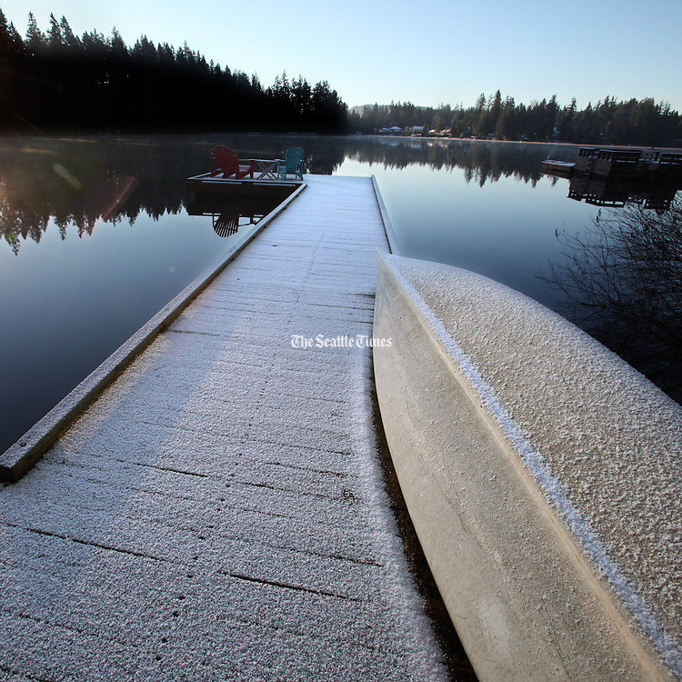 A dusting of snow on a Pine Lake dock and canoe. Frosty morning on the Samamish Plateau. (Steve Ringman / The Seattle Times)