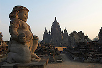 Indonesie. Île de Java. Prambanan. Ruine du temple du Candi Sewu. Construit entre 778 et 810 après JC, les temples de Prambanan sont les plus important temple Hindou de java. // Indonesia. Java island. Prambanan. Remains of Candi Sewu temple. The Prambanan temples were built between the 8th and 10th Century AD and are the largest Hindu temple complex in Java. They were built long before Islam came to Indonesia and became the dominant religion.
