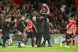 Southampton's Charlie Austin (left) is substituted onto the pitch after Danny Ings (right) picks up an injury during the Premier League match at St Mary's Stadium, Southampton.