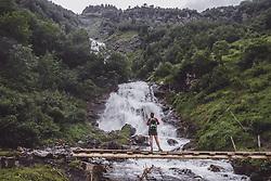 THEMENBILD - eine Frau auf einer Bruecke ueber einen Bergbach waehrend einer Wanderung entlang des Wasserfallweges, aufgenommen am 28. Juli 2019 in Fusch a. d. Grossglocknerstrasse, Oesterreich // a woman on a bridge over a mountain stream during a hike along the waterfall trail in Fusch a. d. Grossglocknerstrasse, Austria on 2019/07/28. EXPA Pictures © 2019, PhotoCredit: EXPA/ JFK