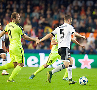 Valencia's Shkodran Mustafi and KAA Gent's Laurent Depoitre during Champions league match. October 20, 2015. (ALTERPHOTOS/Javier Comos)
