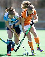 AMSTELVEEN - HOCKEY  -  Jill Boon van OZ in duel met Margot Zuidhof (l) van Hurley  tijdens de hoofdklasse hockeywedstrijd tussen de vrouwen van Hurley en Oranje-Zwart.  COPYRIGHT KOEN SUYK