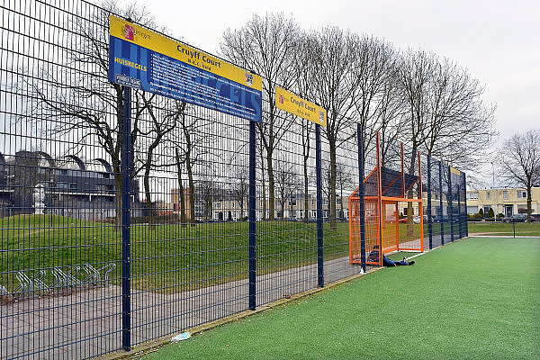 Nederland, Nijmegen, 16-3-2013Een Cruyff court. Voetbalveldje, hufterproof. Een kind zit op het kunstgras in de goal.Foto: Flip Franssen/Hollandse Hoogte