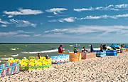 Letnie kąpielisko Rowy Zachód o długość linii brzegowej 200 m i 1 zejściu na plażę