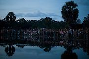 Turists watch the sunrise in Ankor Wat Temple, in Siem Reap, Cambodia. PHOTO TIAGO MIRANDA