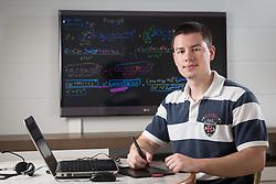 Gustavo Alberto, tem 19 anos, e montou um canal no You Tube onde mostra aulas de matemática, inspirado no Salman Kahn como uma brincadeira. Atualmente ele tem 6,7 milhões de views no Gusalberto8 (http://www.youtube.com/user/gusalberto8). Ele grava seus programas apenas usando a câmera do laptop e uma mesa digitalizadora. FOTO: Jefferson Bernardes/ Agência Preview