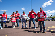 Pete Sanders of CWA Loval 13000 talks to striking Verizon workers about healthcare issues.