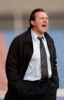 Photo: Glyn Thomas.<br />Huddersfield Town v Welling United. The FA Cup. 06/11/2005.<br />Huddersfield's manager Peter Jackson shouts instructions to his players.