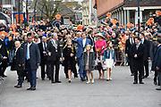 De koninklijke familie is in Zwolle voor de viering van Koningsdag. /// The royal family is in Zwolle for the celebration of King's Day.<br /> <br /> Op de foto / On the photo:  Koning Willem-Alexander en Koningin Maxima met hun dochters Amalia, Alexia en Ariane / <br /> King Willem-Alexander and Queen Maxima with their daughters Amalia, Alexia and Ariane