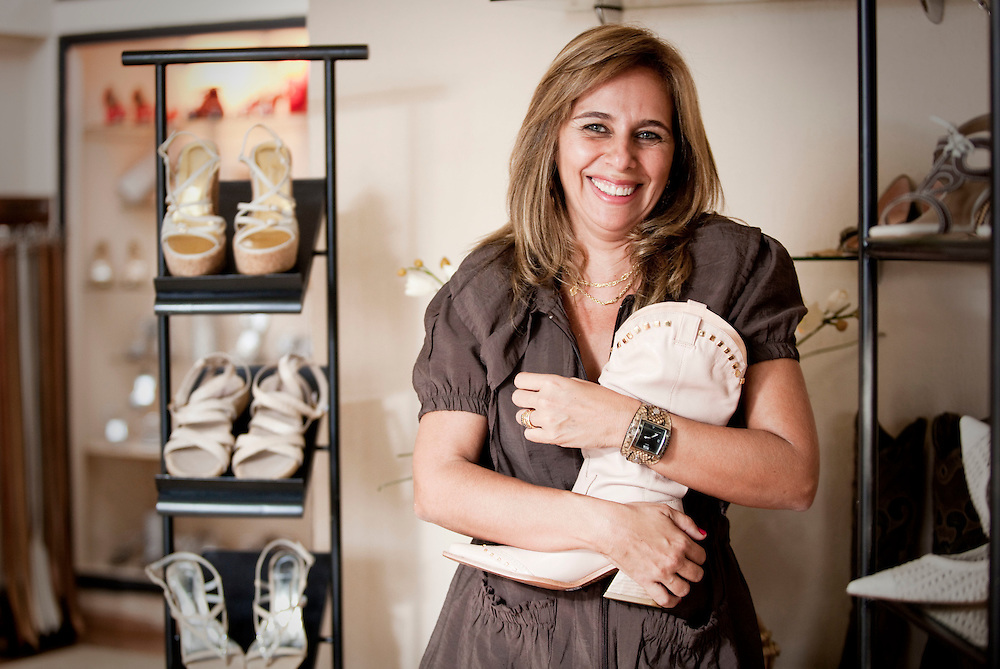 Ituiutaba_MG, Brasil...Comercio calcadista da cidade de Ituiutaba, Minas Gerais. Na foto a empresaria dona da loja...The footwear commerce in Ituiutaba, Minas Gerais. In this photo the businesswoman, this store is hers...Foto: BRUNO MAGALHAES / NITRO