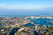 Groningen, Gemeente Delfzijl, 04-11-2018; Delfzijl, overzicht laat de contouren van de (voormalige) vesting zien. Foto richting Eems, in lijn met Damsterdiep, Damsterhaven en Zeehaven.<br /> Delfzijl, overview shows the contours of the (former) fortress. Seen towards river Eems.<br /> luchtfoto (toeslag op standaard tarieven);<br /> aerial photo (additional fee required);<br /> copyright© foto/photo Siebe Swart
