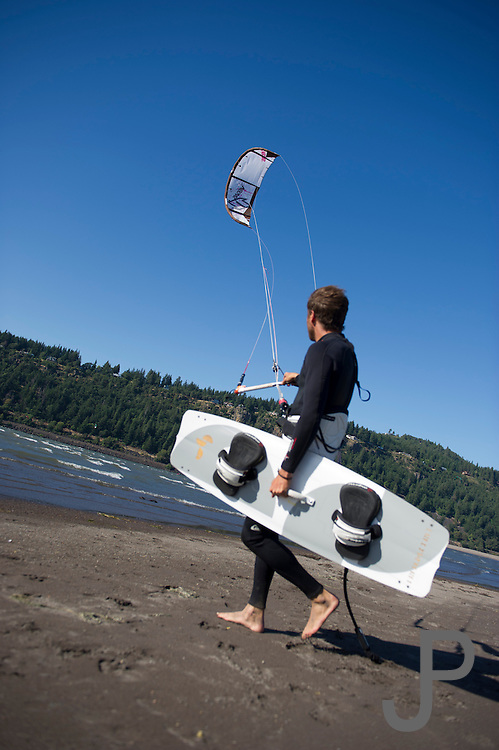 Fernando Gomez is a former pro kiteboarder and the wind at Hood River did not intimidate him.  He quickly walks out to the water to kiteboard on his first day in Hood River, Oregon.