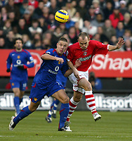 Photo: Chris Ratcliffe.<br />Charlton Athletic v Manchester United. The Barclays Premiership. 19/11/2005.<br />Alan Smith left and  Danny Murphy tussle for the ball