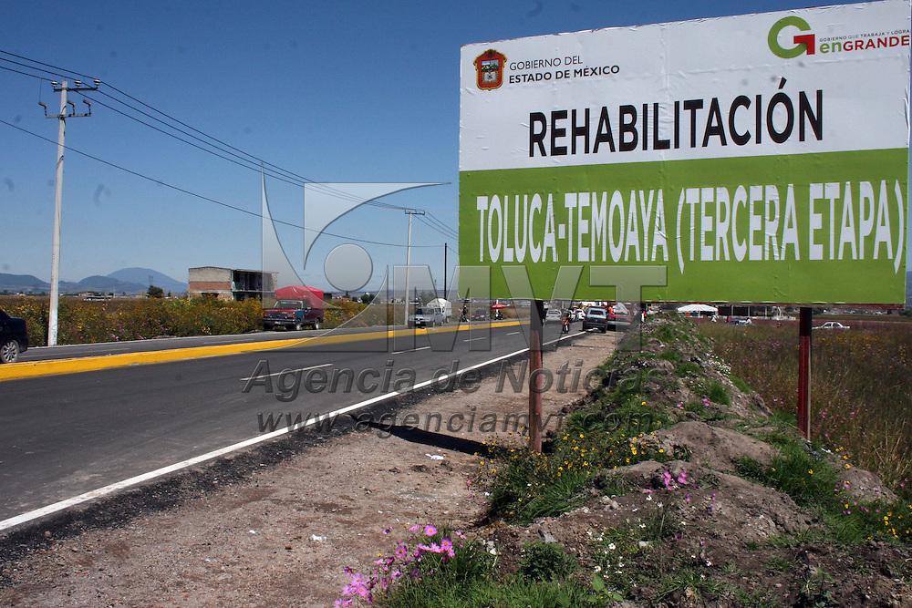 Toluca, Mex.- Eruviel Ávila Villegas, gobernador del Estado de México, hizo entrega de la rehabilitación de la carretera Toluca-Temoaya, con una inversión de 55.5 millones de pesos, restaurando 3.7 kilómetros y viéndose beneficiados alrededor de 6 mil vehículos que circulan por esta vía. Agencia MVT / José Hernández. (DIGITAL)<br /> <br /> NO ARCHIVAR - NO ARCHIVE