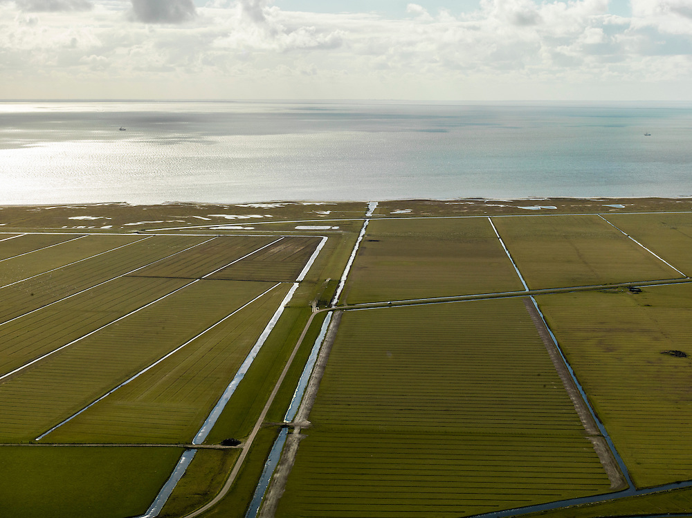 Nederland, Friesland, Gemeente Sudwest-Fryslan (Zuidwest-Friesland), 16-04-2012. Ten noordwesten van Workum, Polder Geele Strand en grenzend aan het IJsselmeer het natuurreservaat de Workumerwaard.Polder near the IJssel lake (IJsselmeer) in Friesland..luchtfoto (toeslag), aerial photo (additional fee required);.copyright foto/photo Siebe Swart