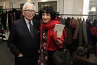 Rédactrice mode Paris Match - Exclusif - Backstage du défilé Pierre Cardin - Fashion week PAP été 2011 - Paris, le 29/09/2010