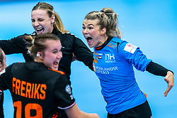Tess Wester of Netherlands, Rinka Duijndam of Netherlands, Merel Freriks of Netherlands celebrate after the Women's EHF Euro 2020 match between Netherlands and Hungry at Sydbank Arena on december 08, 2020 in Kolding, Denmark (Photo by RHF Agency/Ronald Hoogendoorn)