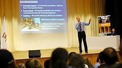 O candidato à reeleição pelo PDT em Porto Alegre, José Fortunati, durante apresentação de Propostas de Candidato para Porto Alegre ao IPA. FOTO: Jefferson Bernardes/Preview.com