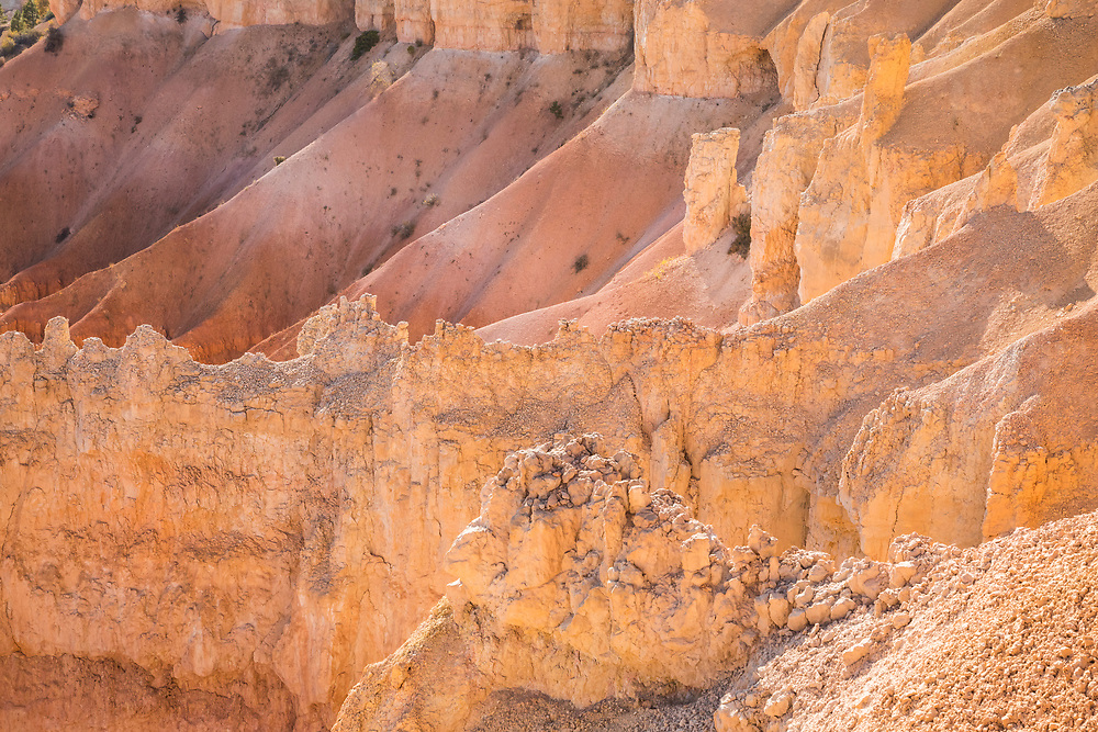 Sloped ridges, gullies and cliffs along the top of Bryce Canyon National Park, Utah, USA.