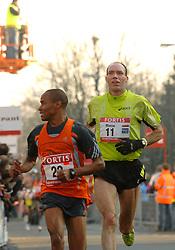 18-11-2007 ATLETIEK: ZEVENHEUVELENLOOP: NIJMEGEN<br /> Marco Gielen en Timothy Karanu<br /> ©2007-WWW.FOTOHOOGENDOORN.NL