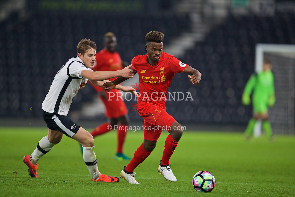 DERBY, ENGLAND - Monday, November 28, 2016: Liverpool's Madger Gomes in action against Derby County's Timi Elsnik during the FA Premier League 2 Under-23 match at Pride Park. (Pic by David Rawcliffe/Propaganda)