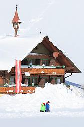 THEMENBILD - In der Steiermark gab es Anfang Jänner heftige Schneefälle und Sturm, auf die am 11. Jänner ein Schönwettertag folgte. Hier im Bild zwei Wanderer vor einem Bauernhof mit einer Österreichfahne, umgeben von viel Schnee, aufgenommen am Freitag 11. Jänner 2019 in Ramsau am Dachstein, Steiermark // In Styria at the beginning of January there were heavy snowfalls and storms, followed by a fine weather day on January 11th. Two hikers in front of a farm with an Austria flag, surrounded by a lot of snow, pictured on Friday January 11th 2019 in Ramsau am Dachstein, Steiermark. EXPA Pictures © 2019, PhotoCredit: EXPA/ Martin Huber