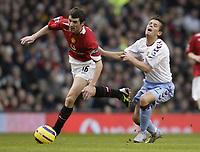 Fotball<br /> England 2004/2005<br /> Foto: SBI/Digitalsport<br /> NORWAY ONLY<br /> <br /> Manchester United v Aston Villa<br /> FA Barclays Premiership.<br /> 22/01/2005.<br /> United's Roy Keane and Villa's Lee Hendrie