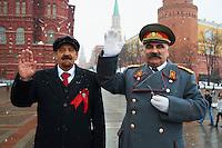 Russie, Moscou, Staline et Lenine, figurants pour touristes devant le Kremlin // Russia, Moscow, Red Square, Lenine and Staline as tourist attraction