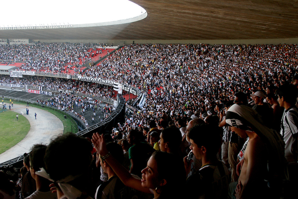 Belo Horizonte_MG, Brasil...Estadio Governador Magalhaes Pinto (Mineirao) na Pampulha, Minas Gerais. Na foto, torcida do Atletico Mineiro...The Governador Magalhaes Pinto stadium (Mineirao) in Pampulha, Minas Gerais. In this photo, the Atletico Mineiro soccer fans...Foto: BRUNO MAGALHAES / NITRO