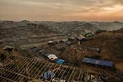 Rohingyas_08<br /> Aspecto del campo de refugiados de Balukhali al atardecer. En pocas semanas más de 500.000 rohingyas llegaron a Bangladesh huyendo de su persecución en Myanmar. La mayor parte se instalaron en los campos del sur del país, completamente desbordados y sin recursos. <br /> 26/09/2017.