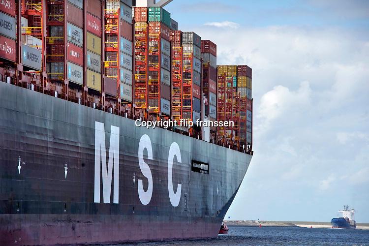Nederland, Rotterdam, 3-9-2019Aankomst van het grootste containerschip ter wereld, de MV Gulsun van MSC in de haven van Rotterdam. Lengte van 400 meter, breedte van 62 meter, een capaciteit van 23.756 TEU ( 20 voets standaardcontainers ) zeecontainers. Voor de eerste keer in de Rotterdamse haven en wordt welkom geheten. Dit is het eerste schip met 24 containerstapels in de breedte . First arrival of the largest, biggest, containervessel, containership, the MSC Oscar, in the port of Rotterdam, the Netherlands.Foto: Flip Franssen