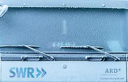 THEMENBILD - ein zugefrorener LKW des deutschen Fernsehens am Parkplatz, aufgenommen am 23. November 2017 in Ruka, Kuusamo, Finnland // a frozen German TV truck at the parking lot in Ruka, Kuusamo, Finland on 2017/11/23. EXPA Pictures © 2017, PhotoCredit: EXPA/ JFK