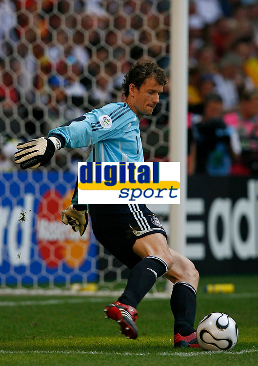 Photo: Glyn Thomas.<br />Germany v Sweden. Second Round, FIFA World Cup 2006. 24/06/2006.<br /> Germany's goalkeeper Jens Lehmann.