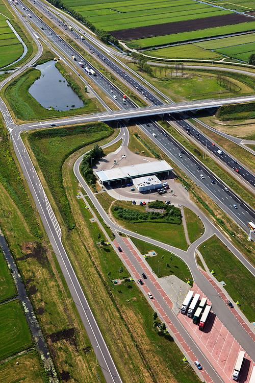 Nederland, Utrecht, Harmelen, 23-05-2011; A12 .Verzorgingsplaats Bijleveld langs de A12.  Service station Bijleveld in central Netherlands..luchtfoto (toeslag), aerial photo (additional fee required).copyright foto/photo Siebe Swart