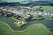 Nederland, Noord-Holland, Muiden, 25-09-2002; Muiderslot (met partytent in de tuin), inclusief stervormige verdedigingswerken; achter het slot de jachthaven van Muiden met luxe zeiljachten; pleziervaart, toerisme, recreatie, watersport, zeilen; kasteel, drost, Muiderkring: Hooft, Vondel; luchtfoto (toeslag), aerial photo (additional fee)<br /> foto /photo Siebe Swart
