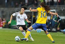 26.10.2011, Millerntor-Stadion, Hamburg, GER, FSP, Deutschland vs Schweden, im Bild Verena Faißt (Deutschland #15), Sofia Jakobsson (Schweden #10)..// during the friendly match Deutschland vs Schweden on 2011/10/26, Millerntor-Stadion, Hamburg, Germany..EXPA Pictures © 2011, PhotoCredit: EXPA/ nph/  Frisch       ****** out of GER / CRO  / BEL ******